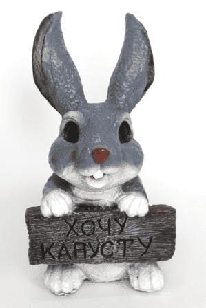 Заяц с табличкой